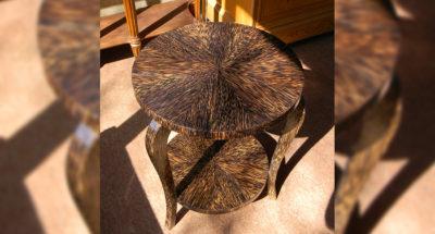 Guéridon tripode en placage de palmier scié - Ateliers Alain Maury