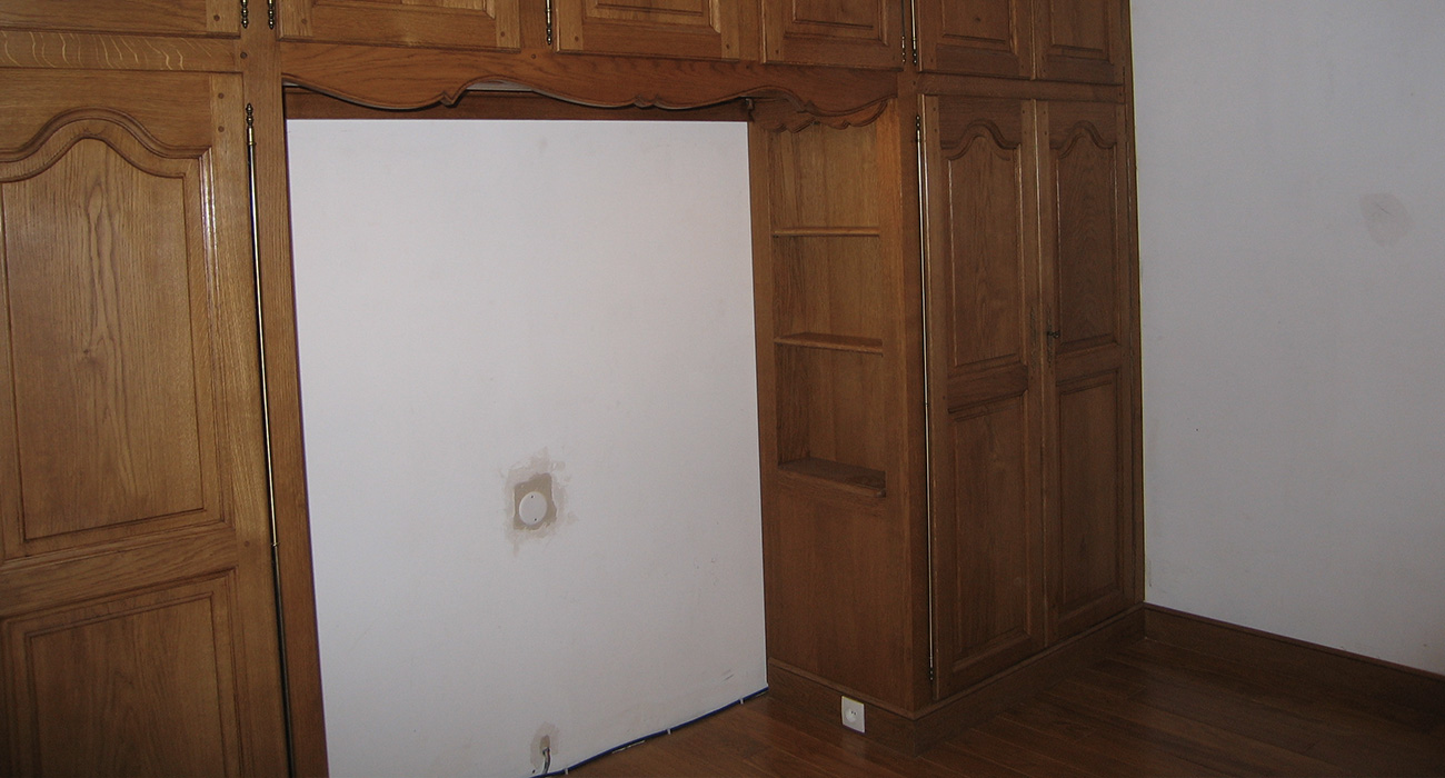 Chambre à coucher en chêne massif, 2 bibliothèques et éclairage Led. Ateliers Alain Maury Villemandeur.