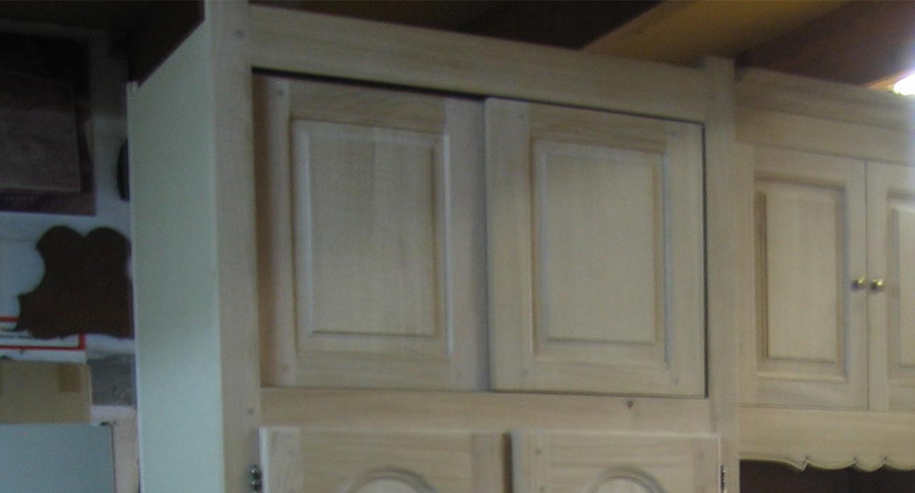 Meuble en chêne massif sur mesure avec portes coulissantes - Ateliers Alain Maury